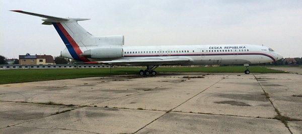 Vládní letoun TU-154M, který zatím stojí na letišti vPraze Kbelích, bude příští sezonu vystavovat Letecké muzeum vOlomouci.