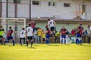Fotbalisté Dubu nad Moravou (v bílo-černém) porazili Protivanov 2:1.