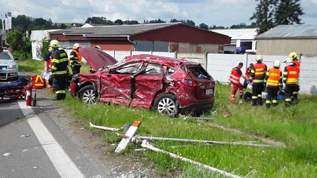 Hromadná nehoda na kruhovém objezdu na silnici I/44 vZábřehu