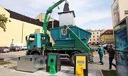 Vysypávání podzemních kontejnerů na třídě Svobody v Olomouci