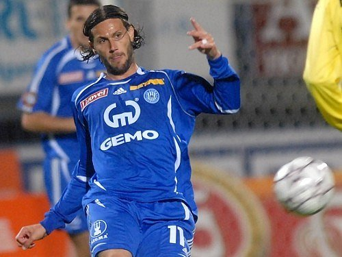 Brazilský záložník Melinho.