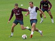 Harry Kane u míče. Poslední ladění na Euro U21 - anglická reprezentace v tréninkvém areálu Sigmy v Olomouci - Řepčíně