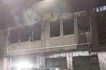 Požár kancelářských buněk uvnitř haly sléváren v Dolní Sukolomi na Olomoucku.