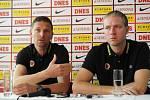 Trenéři fotbalové Sparty Praha Martin Hašek (vlevo) a Václav Jílek o zahájení zimní přípravy v lednu 2012