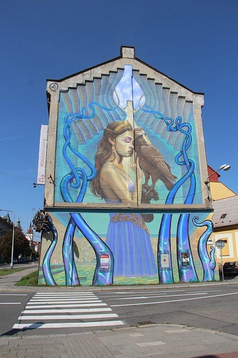 Velkoformátová malba na fasádě domu v Lafayettově ulici v centru Olomouce z roku 2018
