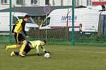 Fotbalisté Nových Sadů (ve žlutém) ovládli derby ve Slavoníně výsledkem 9:1.