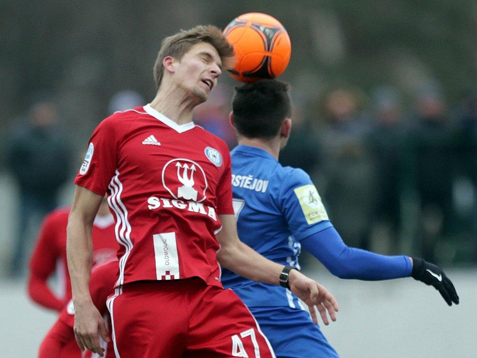 Zimní příprava: Sigma Olomouc vs. 1.SK Prostějov. Jiří Texl (v červeném)