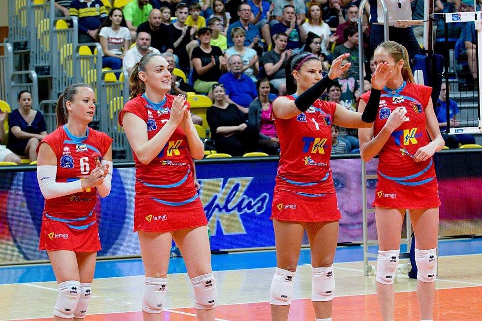 Veronika Trnková (druhá zleva)