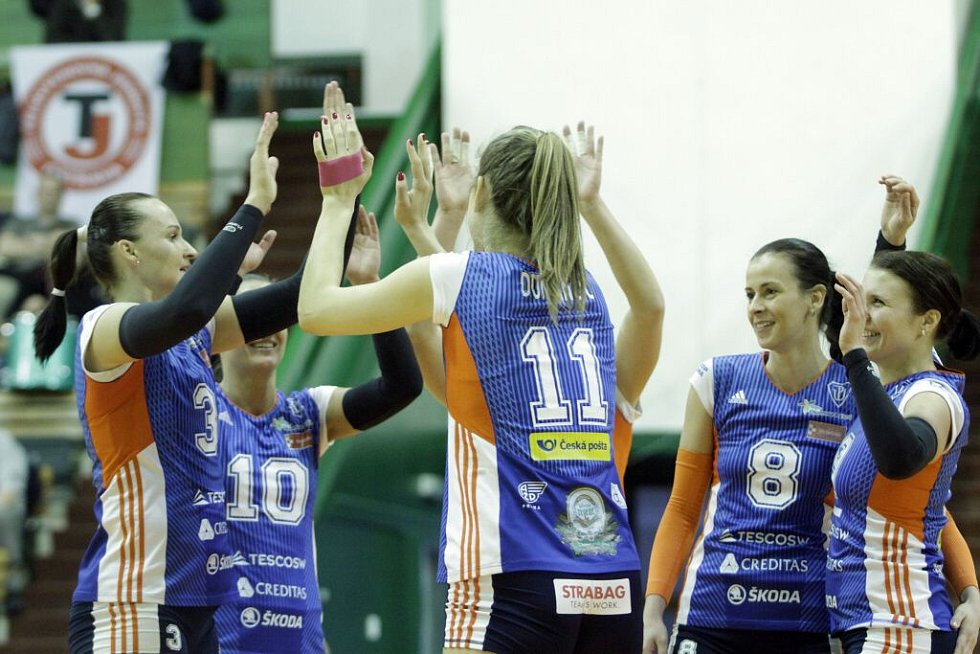 Volejbalistky Olomouce (v modrém) v play-off proti Ostravě