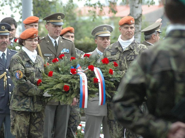 Slavnostní kladení věnců včera proběhlo na několika místech v Olomouci.