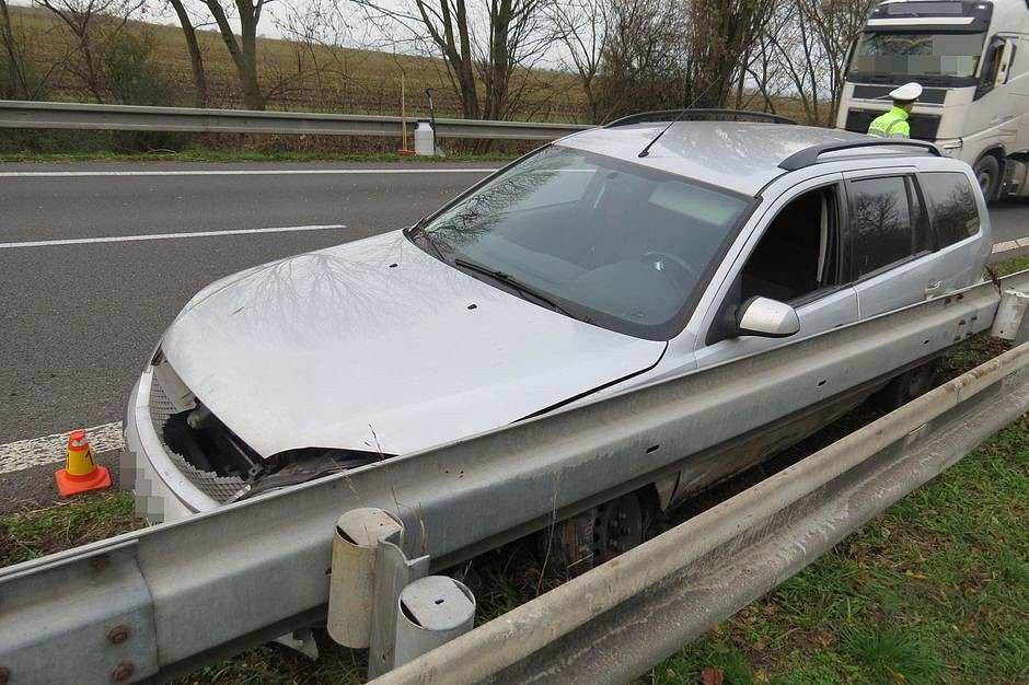 Srážka náklaďáku a mondea na D35 u Olomouce
