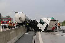 Dopravní nehoda s požárem na D1.