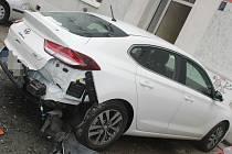 Auta poškozená opilým řidičem v Olomouci, 18. 7. 2020