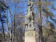 Památník Petra Bezruče v olomouckých Bezručových sadech