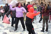 Polštářová bitva na Horním náměstí v Olomouci