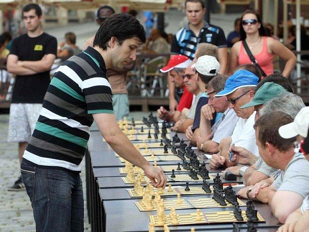 Start Olomouckého šachového léta - Pavel Šimáček v akci