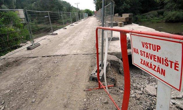 Oprava mostu mezi Stření a Náklem