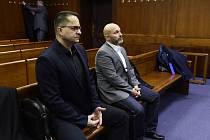 Petr Trubačík, Kamil Hrachovec - Před senátem Vrchního soudu v Olomouci stanuli 25. února 2020 Petr Trubačík a Kamil Hrachovec (zleva), kteří jsou spolu s dalšími dvěma muži obžalovaní z daňových úniků v celkové výši přes půl miliardy v souvislosti s nele