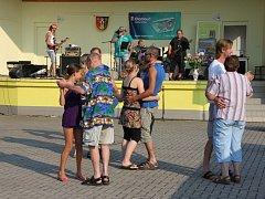 Obecní veselice v Dolních Studénkách - vystoupení skupiny Atom Rock