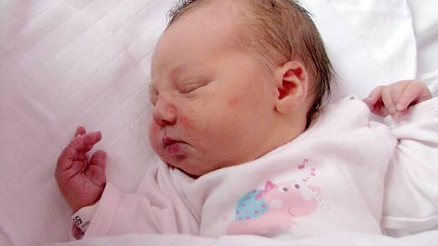 Nela Mrňková, Dolany, narozena 10. května v Olomouci, míra 50 cm, váha 3265 g