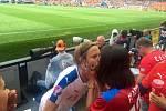 Česká fotbalová reprezentace se na úvod ME 2016 ve Francii utkala v Toulouse se Španělskem. I přes mohutnou podporu z hlediště Češi favoritovi podlehli 0:1 po brance z 87. minuty.