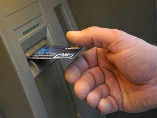 Počet držitelů podnikových karet ročně vzrůstá téměř o 44 procent.