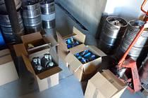 Pracovníci celního ředitelství Olomouc v úterý zabavili přes 1300 litrů lihovin