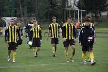 Fotbalisté Nových Sadů (ve žluto-černém). Ilustrační foto