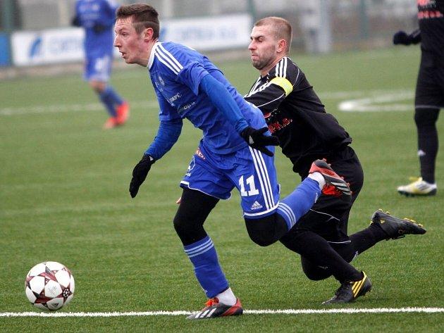 Olomoucké derby: béčko Sigmy (v modrém) v přípravě proti HFK