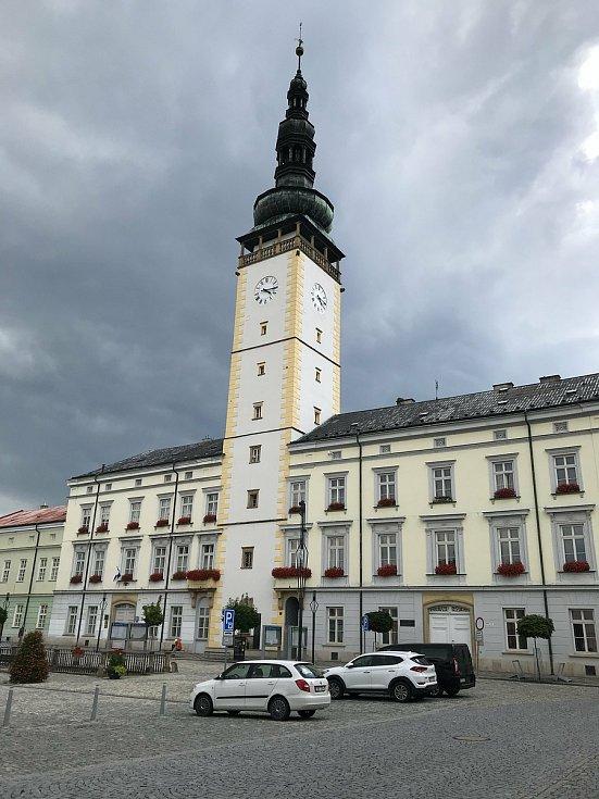 Náměstí Přemysla Otakara II. s radniční věží, 23. července 2020.