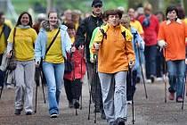 Rekordní nordic walking v olomouckých Smetanových sadech