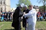 Pašije před olomouckou katedrálou o Velkém pátku připravily pro veřejnost děti a mládež z římskokatolické farnosti svatého Václava