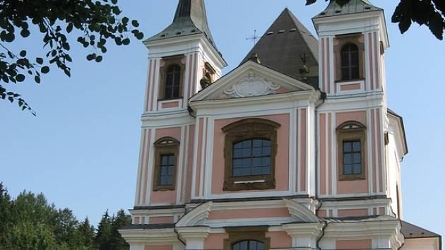 Kostel sv. Anny a sv. Jakuba Většího ve Staré Vodě.