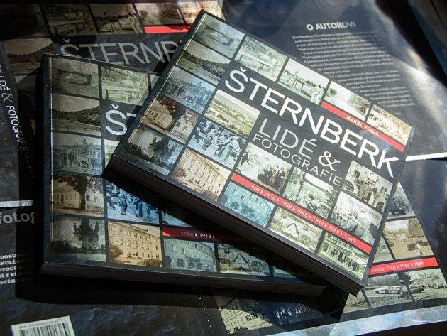 V pořadí druhou knihu o historii Šternberka s příznačným názvem Šternberk: lidé a fotografie vydal šternberský rodák Karel Fiala