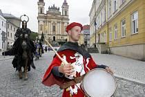 Průvod rytířů v centru Šternberka