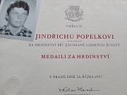 Prezident Václav Havel udělil 28.října 1997 in memoriam Medaili za hrdinství Jindřichu Popelkovi.