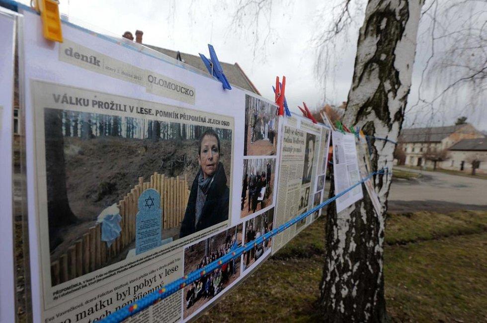 Odhalení památníku obětem holocaustu v Tršicích