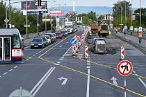 Částečná uzavírka Velkomoravské ulice kvůli opravě mostu přes Moravu. Ilustrační foto