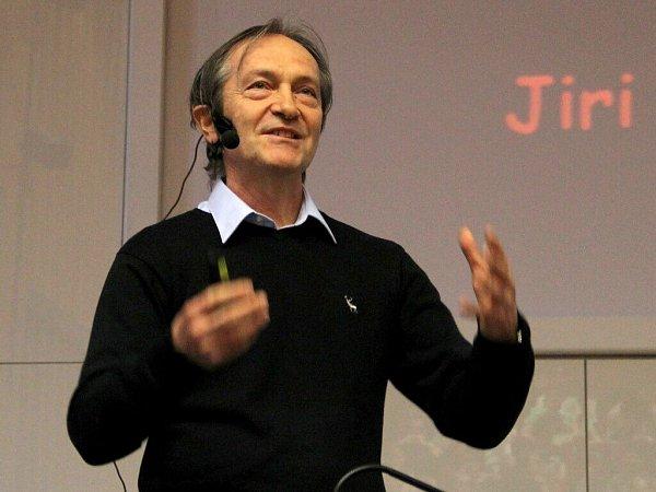 Nejcitovanější český vědec voblasti biologických a medicínských věd Jiří Bártek vystoupil vaule přírodovědecké fakulty vOlomouci.