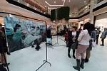 Návštěvníci vernisáže se kochali snímky Jindřicha Štreita.