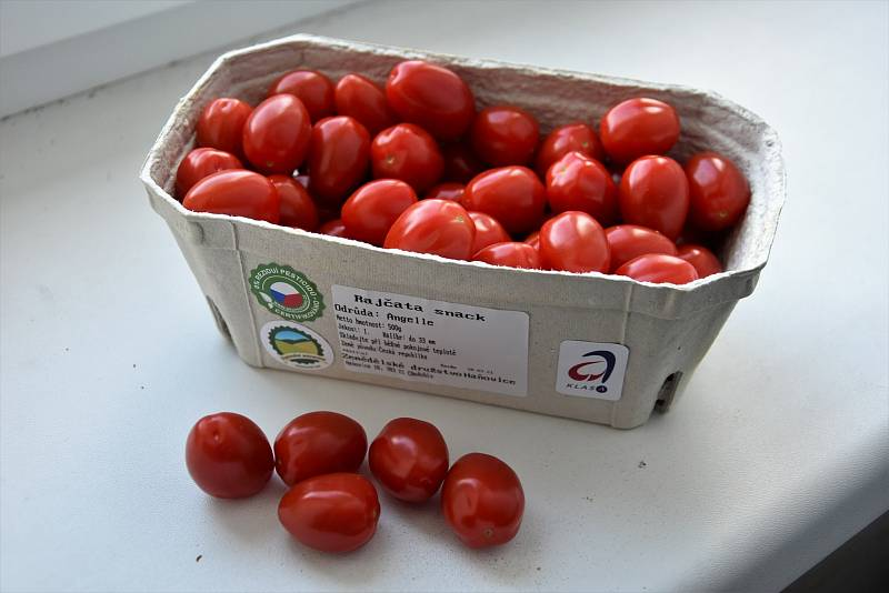 Lidé si museli připlatit také za některé potraviny. Oproti loňskému září zdražil o víc než 60 procent kupříkladu ledový salát, jen o něco menší zdražení se týkalo rajčat.