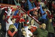 Hokejisté Olomouce (v červeném) přivítali v 16. kole extraligy lídra soutěže z Plzně