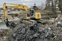 Most v Dukelské ulici v Litovli již stavbaři zbourali, 29. března 2021