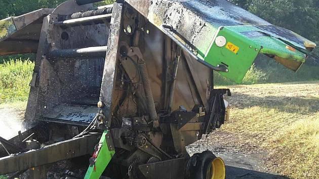 Požár balíkovače u Dolní Libiny