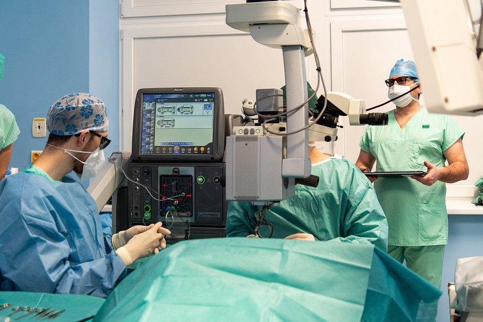 Specialisté z Oční kliniky Fakultní nemocnice Olomouc mohou nově využívat nejmodernější verzi operačního systému od společnosti Alcon.