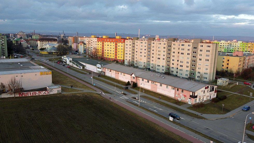 Schweitzerova ulice u křížení s Voskovcovou