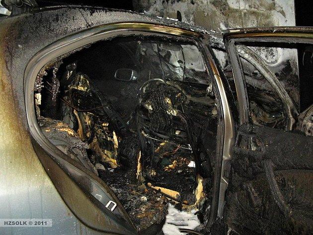 Osobní auto u Krakořic po požáru