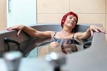 Klienti Lázní Slatinice si mohou odpočinou v sirných koupelích.