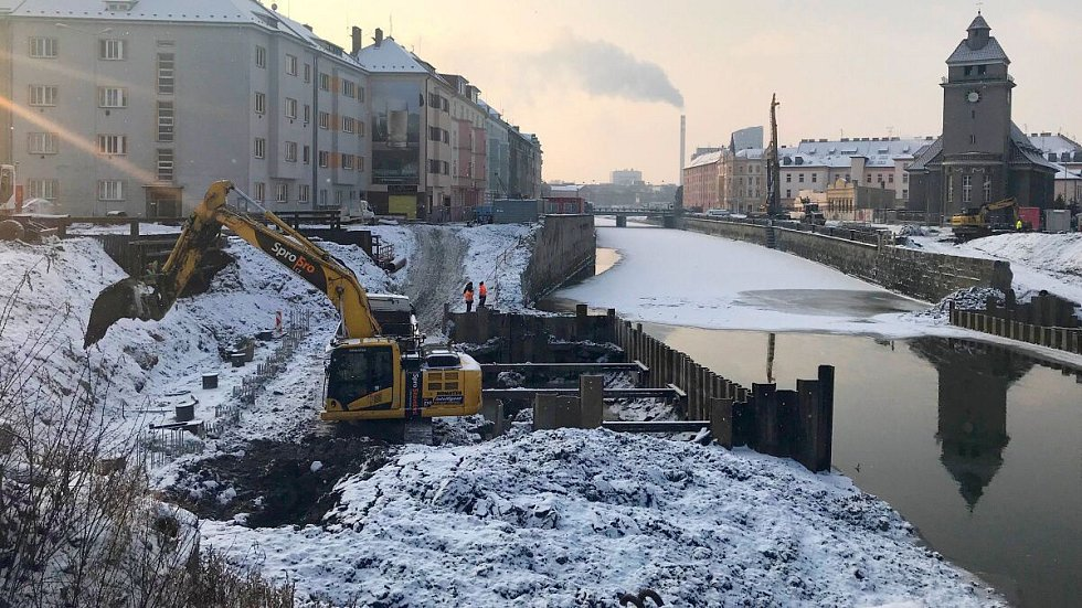Budování základů pro nový most u Bristolu. 25. ledna 2019