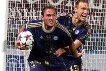 Martin Doležal (vlevo) slaví gól do sítě Teplic